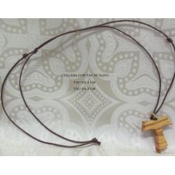 Collana con Tau in Olivo in due misure: da 2 e da 3 cm.