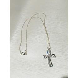 Collana con pendente a croce