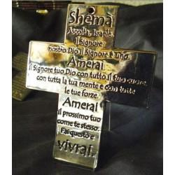 Croce cromata con l'iscrizione del CREDO